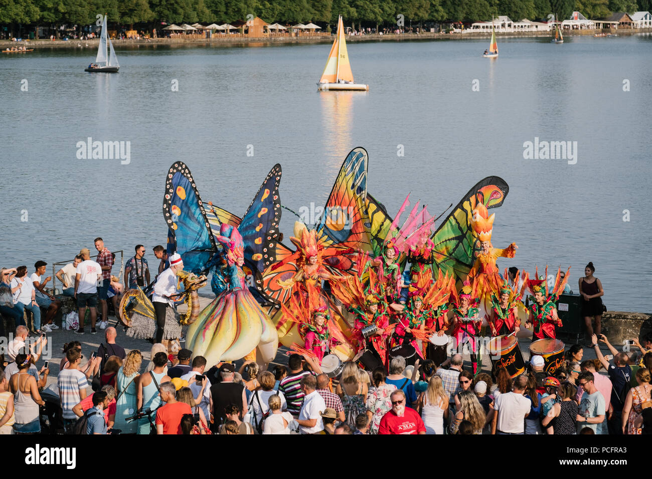 Hanover, Germany. 01st Aug, 2018. Artistes and visitors on the north bank of the lake during the 33rd Maschsee Lake Festival. More than one million visitors are expected at the Maschsee Festival, which is set to run from 1 - 19 August. Credit: Ole Spata/dpa/Alamy Live News - Stock Image