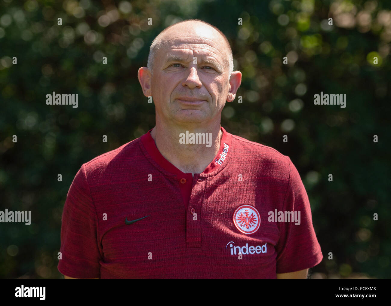 German Bundesliga, official photocall Eintracht Frankfurt for season 2018/19 in Frankfurt, Germany: kitman Igor Simonov Photo: Thorsten Wagner/dpa | usage worldwide - Stock Image