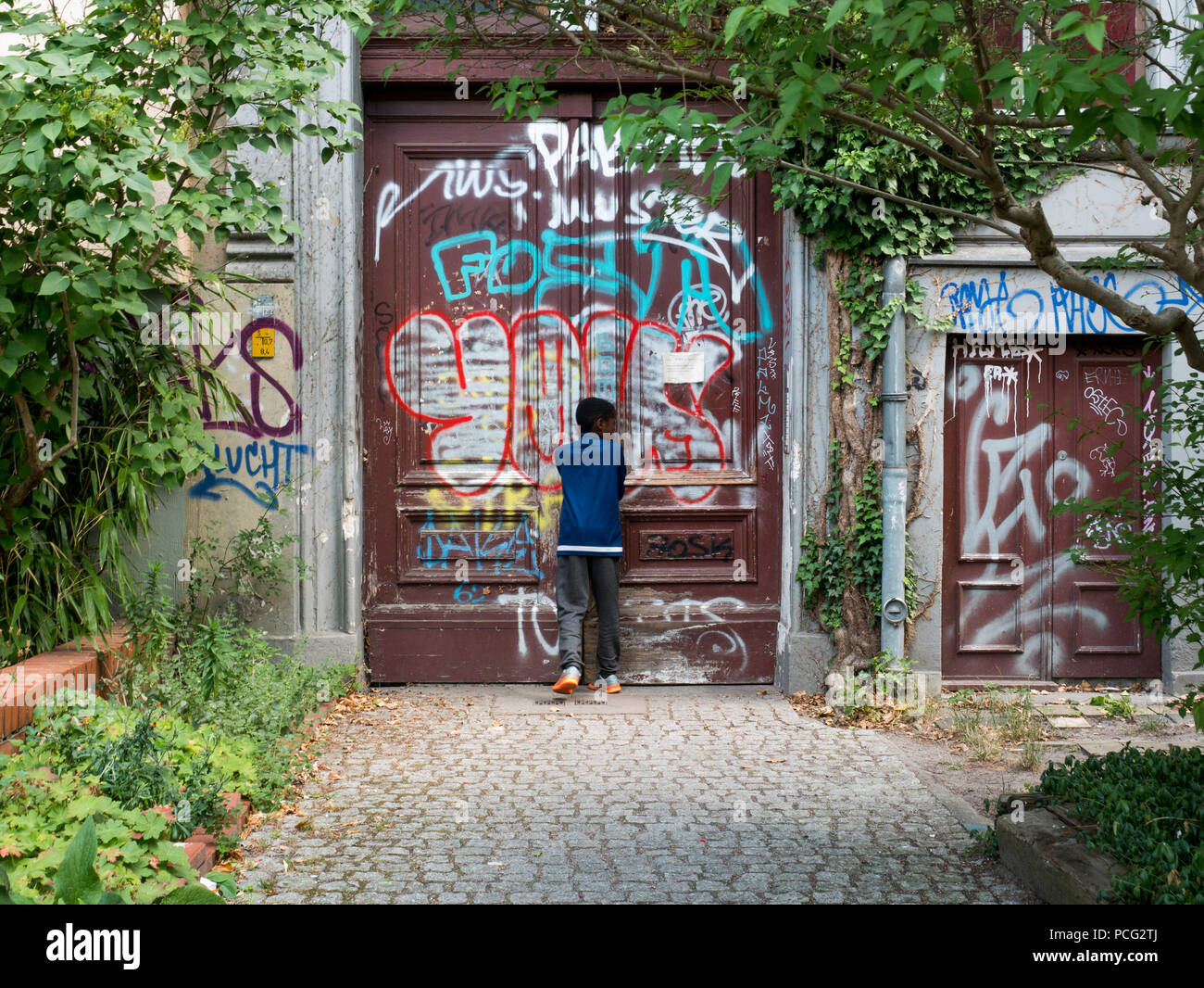 35fe6fe6c A block of flats near former water canal Luisenstadt which was filled up  and later the wall was built on it.Berlin wall was built by Soldiers in ...