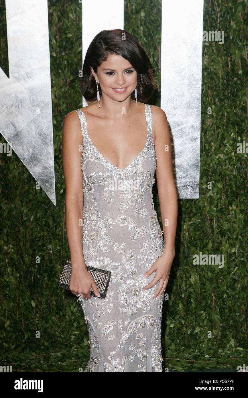 Selena Gomez _028  arriving at the Vanity Fair Oscar  Party 2012 - at the Sunset Tower Hotel in Los Angeles.Selena Gomez _029 ------------- Red Carpet Event, Vertical, USA, Film Industry, Celebrities,  Photography, Bestof, Arts Culture and Entertainment, Topix Celebrities fashion /  Vertical, Best of, Event in Hollywood Life - California,  Red Carpet and backstage, USA, Film Industry, Celebrities,  movie celebrities, TV celebrities, Music celebrities, Photography, Bestof, Arts Culture and Entertainment,  Topix, Three Quarters, vertical, one person,, from the year , 2012, inquiry tsuni@Gamma-US - Stock Image