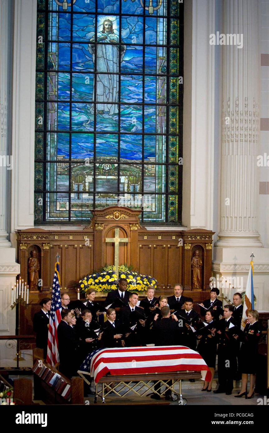 The U.S. Navy Band Sea Chanters Chorus sings 'Amazing Grace,' during the memorial service for Adm. William J. Crowe, the 11th Chairman of the Joint Chiefs of Staff, who died Oct. 18 at the age of 82. - Stock Image