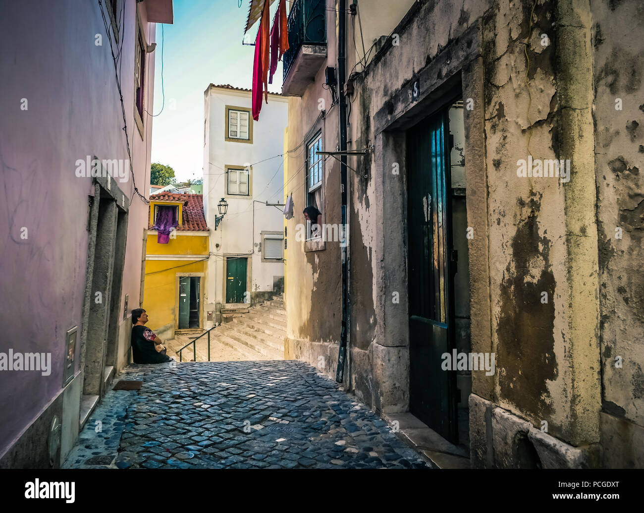 Lisbon. Narrow alley in the arabic rooted Alfama neighborhood. - Stock Image