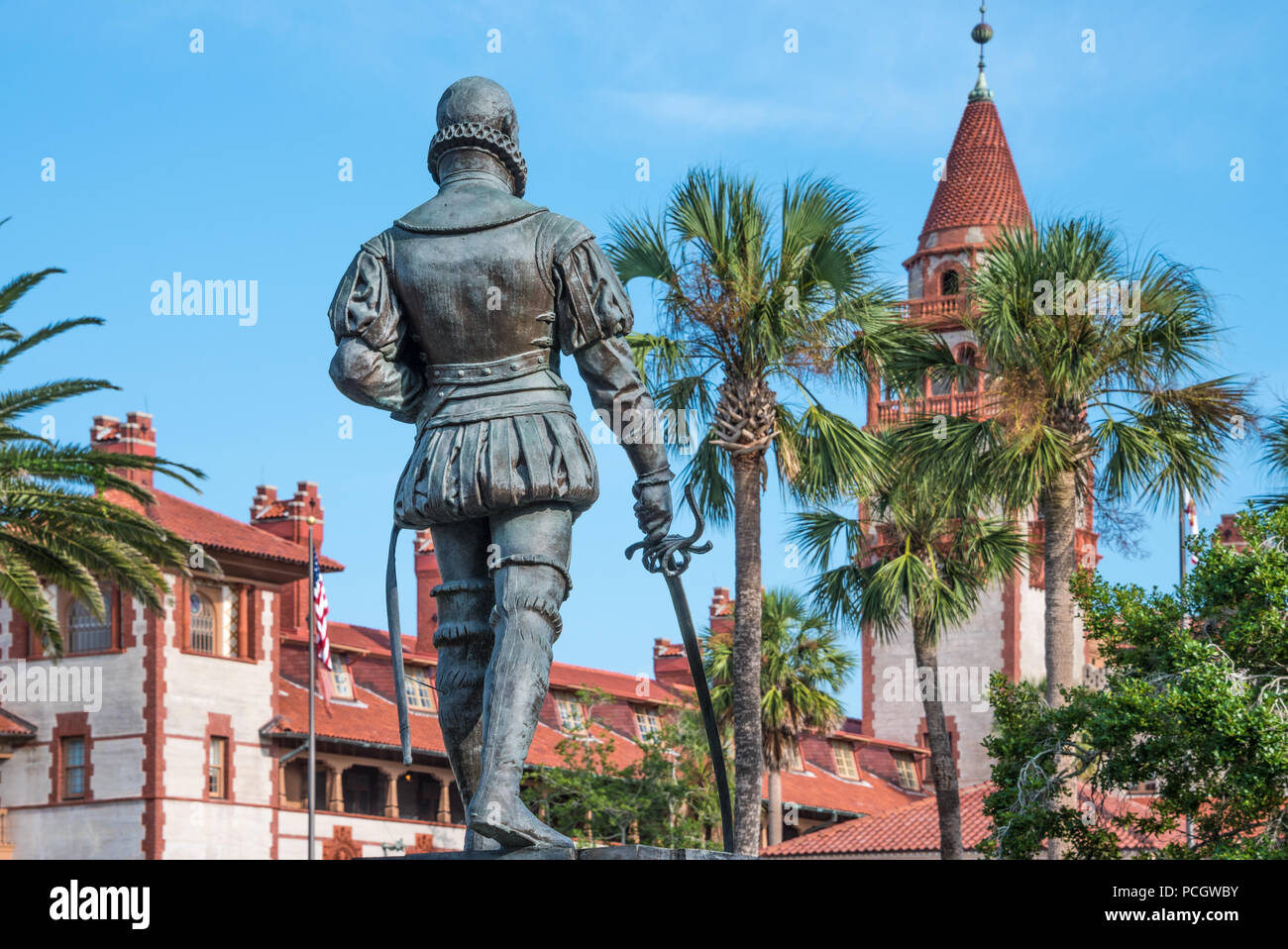 Statue of Don Pedro Menendez de Aviles (founder of St. Augustine and first Governor of Florida) facing Flagler College in St. Augustine, Florida, USA. - Stock Image