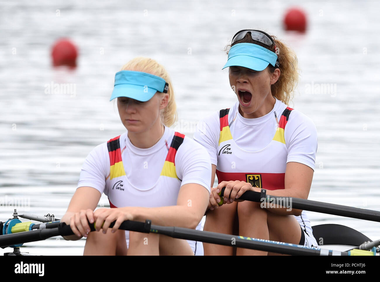 Germany's Leonie Pless and Katrin Thoma in the Lightweight Women's Double Sculls during day one of the 2018 European Championships at the Strathclyde Country Park, North Lanarkshire - Stock Image