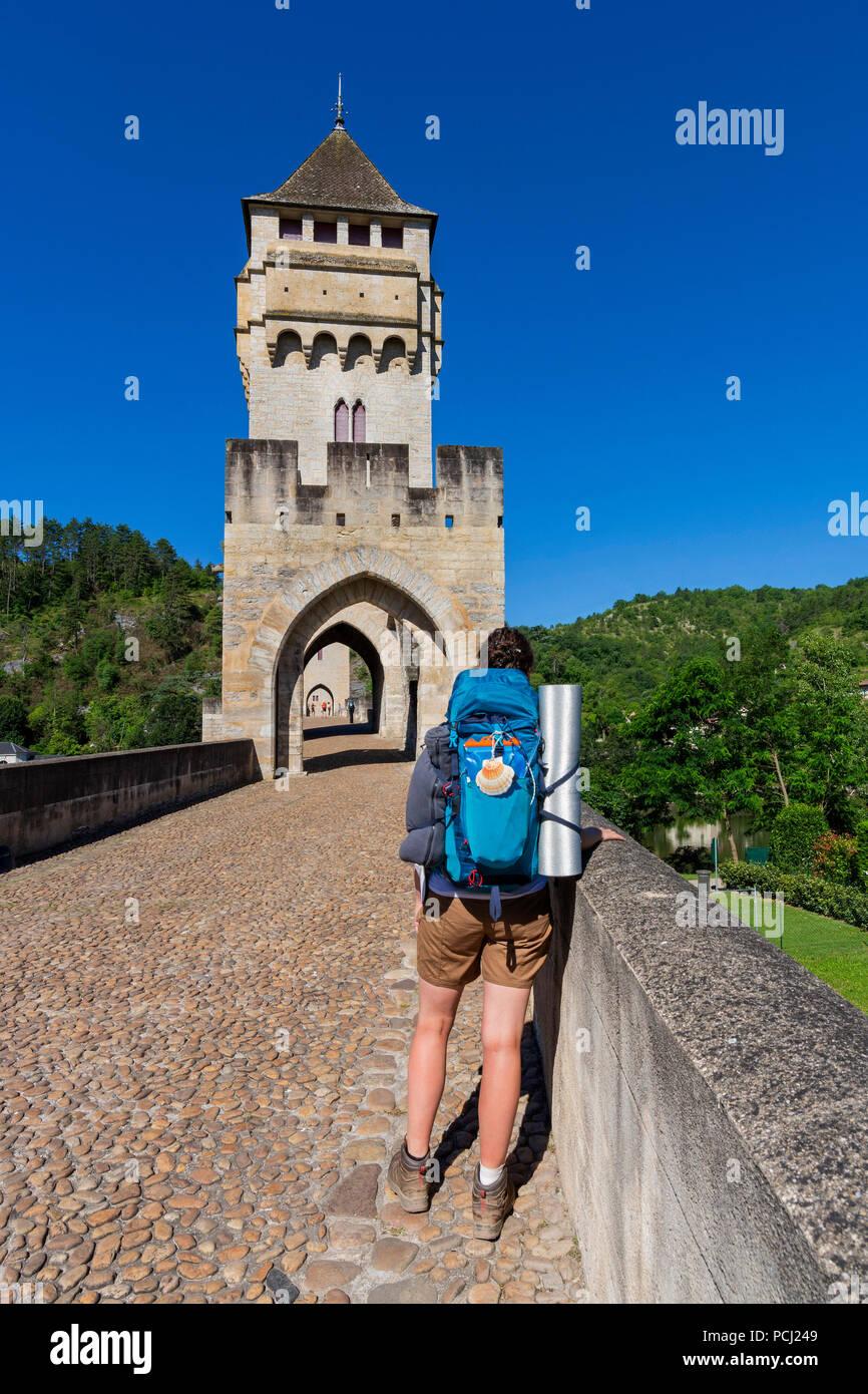 Pilgrim on Pont Valentre bridge (Unesco World Heritage), Santiago de Compostela pilgrimage road, River Lot, Cahors, Departement Lot, Occitanie, France Stock Photo