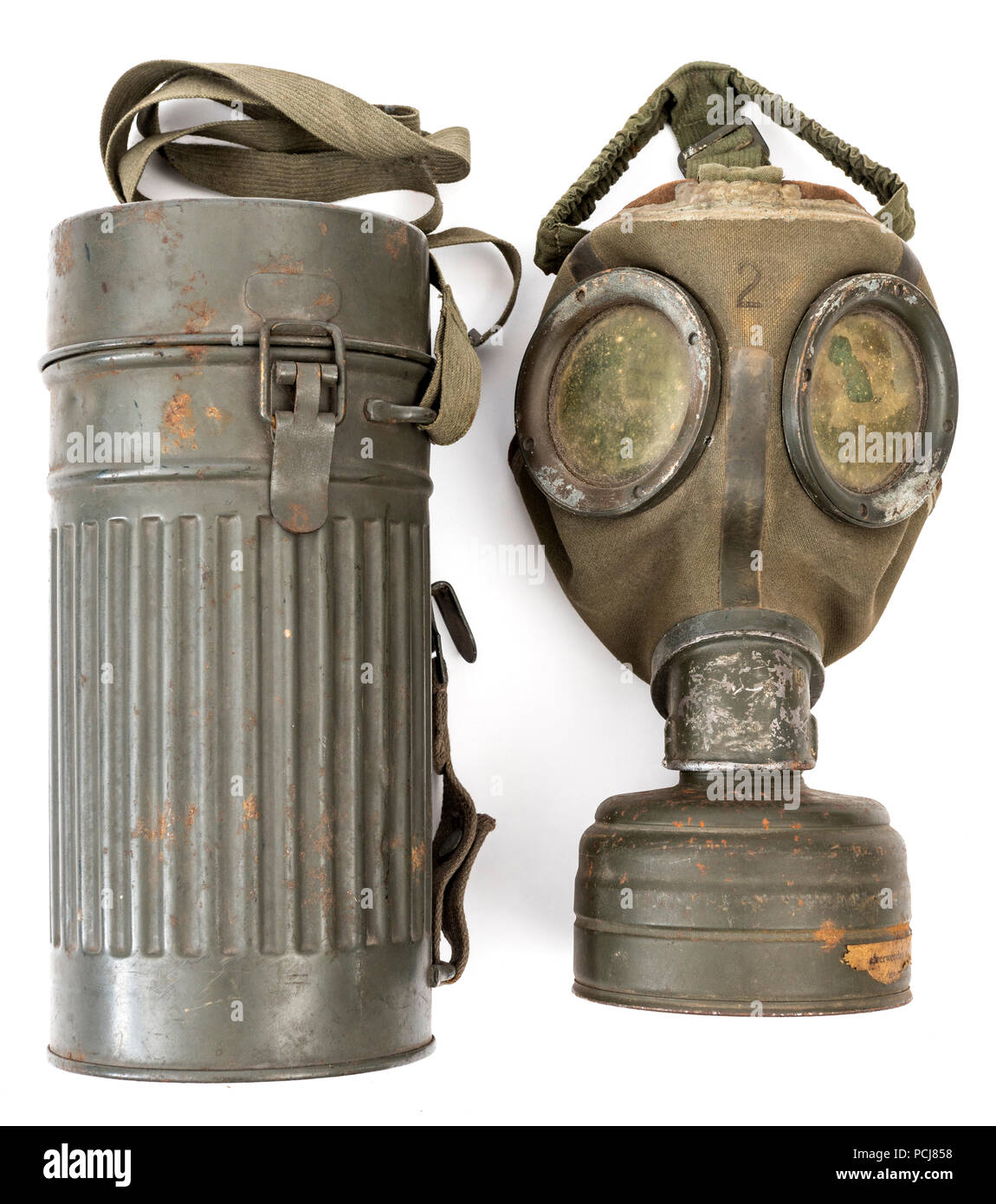 Miniature 1//6th Scale German Metal Gas Mask Canster