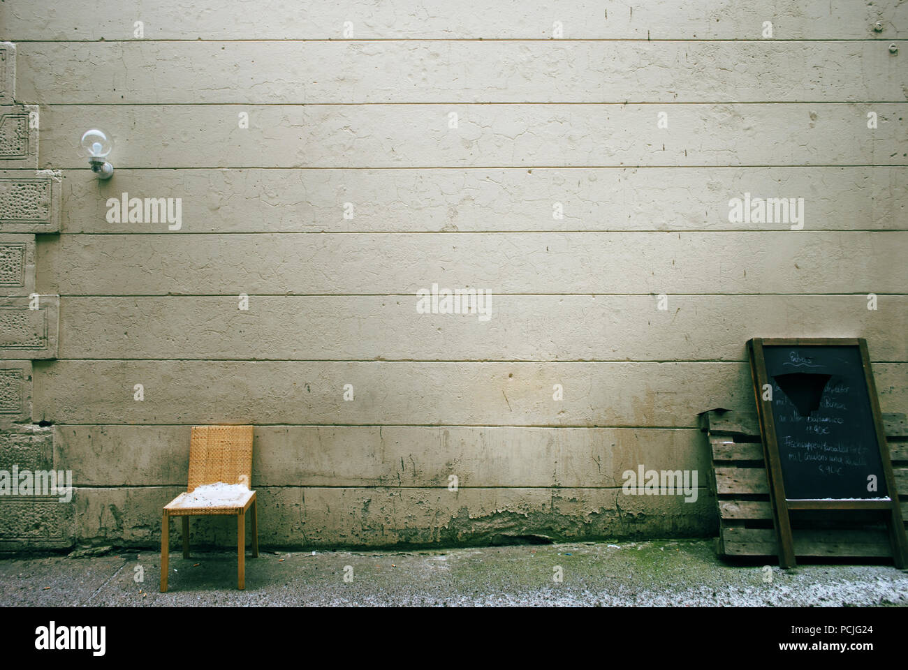 chair,tristesse,house wall - Stock Image