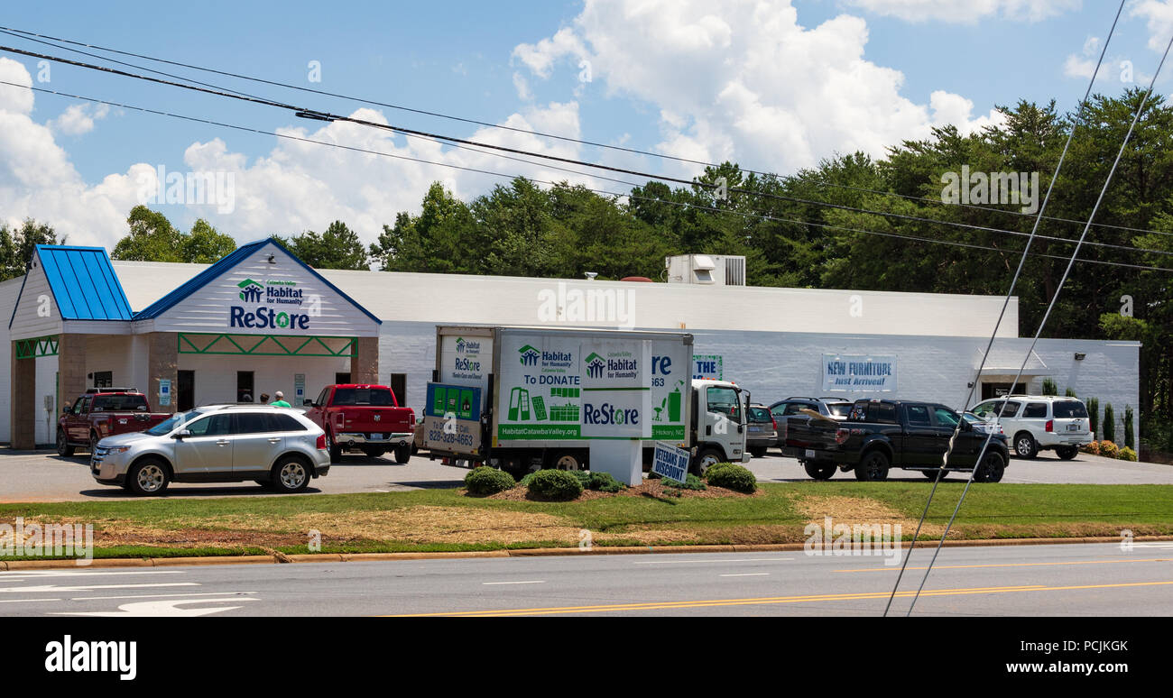 Hickory Nc Usa 26 July 18 Habitat For Humanity Restore Sells New