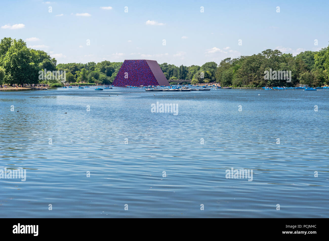 The Serpentine Lake at Hyde Park with the London Mastaba in the background in summer 2018 - Stock Image