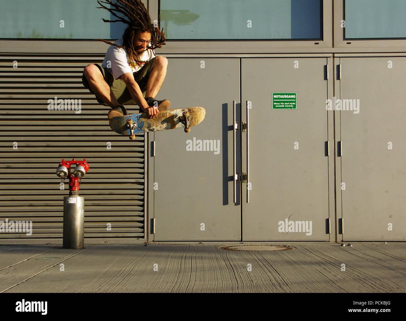lifestyle,skater,jump,skating - Stock Image