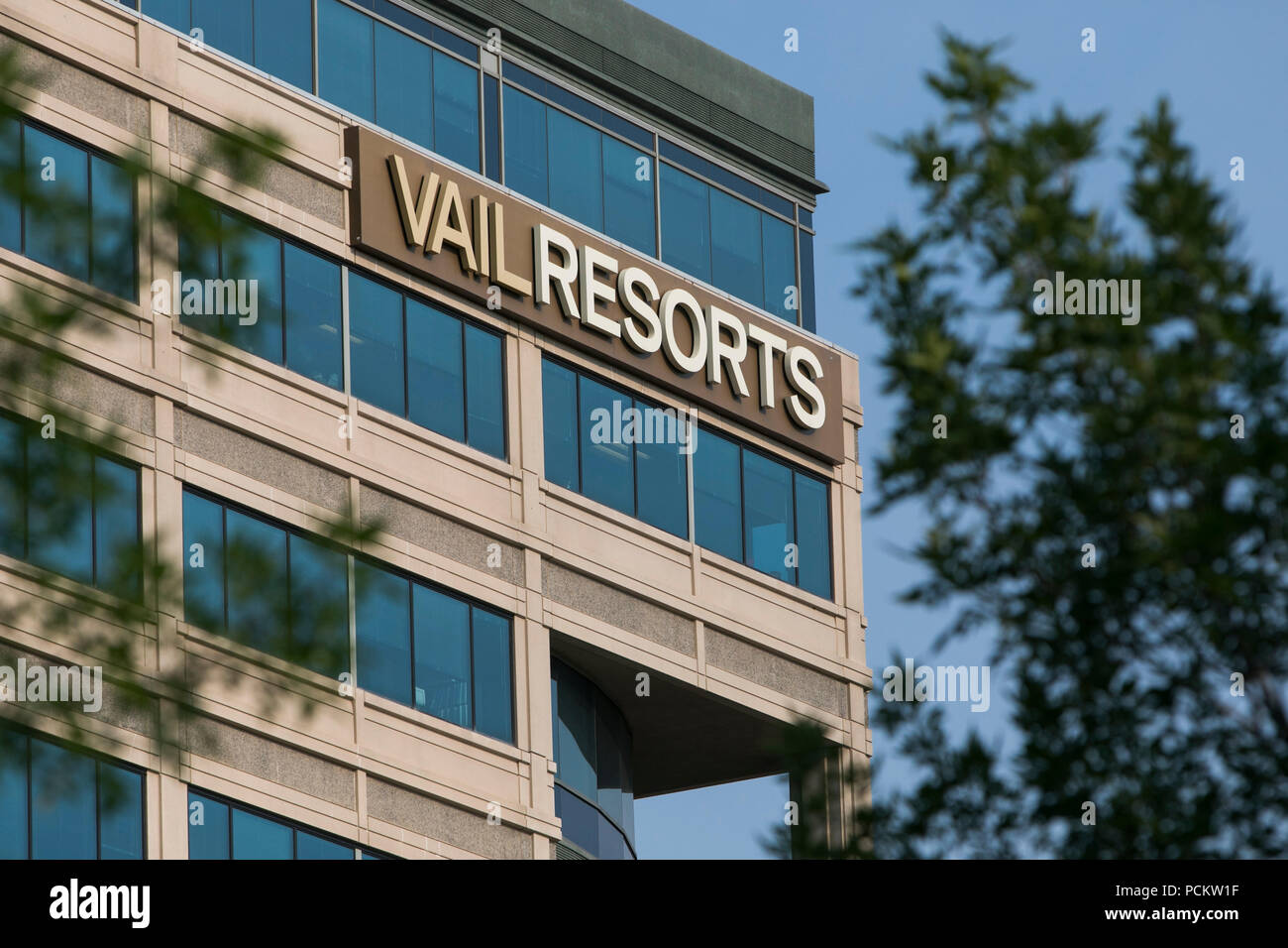 A logo sign outside of the headquarters of Vail Resorts, Inc., in Broomfield, Colorado on July 21, 2018. - Stock Image