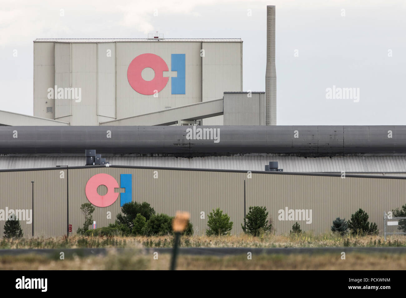 A logo sign outside of a facility occupied by Owens-Illinois Inc., in Windsor, Colorado, on July 21, 2018. - Stock Image