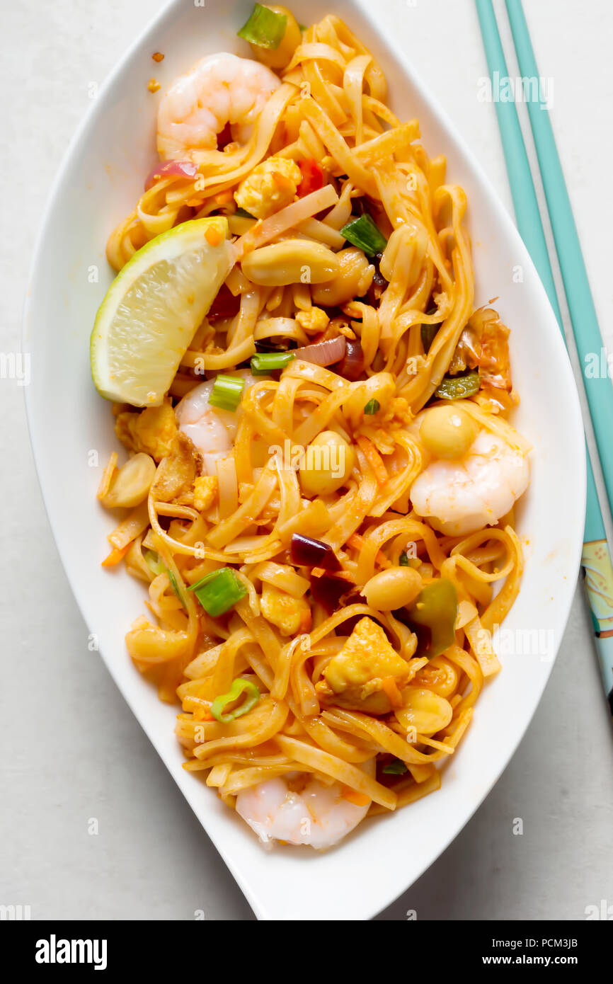 Pad Thai Noodles With Chicken Prawns Mixed Greens Chopped Peanuts