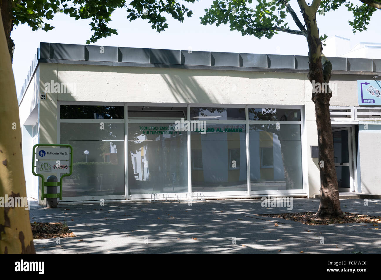 03 August 2018, Germany, Berlin: View of the 'Chechen Cultural Centre' on Eichhorster Weg in the Maerkisches Viertel. There was a shooting the night before for as yet unknown reasons. Two men were seriously injured. Two suspects have been arrested. Photo: Paul Zinken/dpa - Stock Image