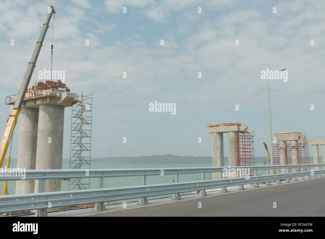 How is the construction of the Crimean bridge 87