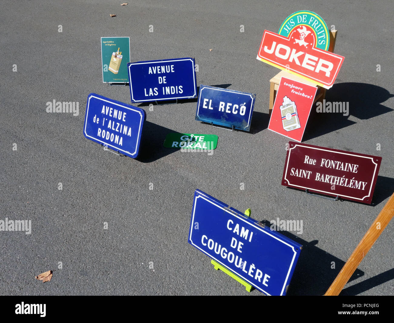 Vintage Signs Stock Photos & Vintage Signs Stock Images - Alamy