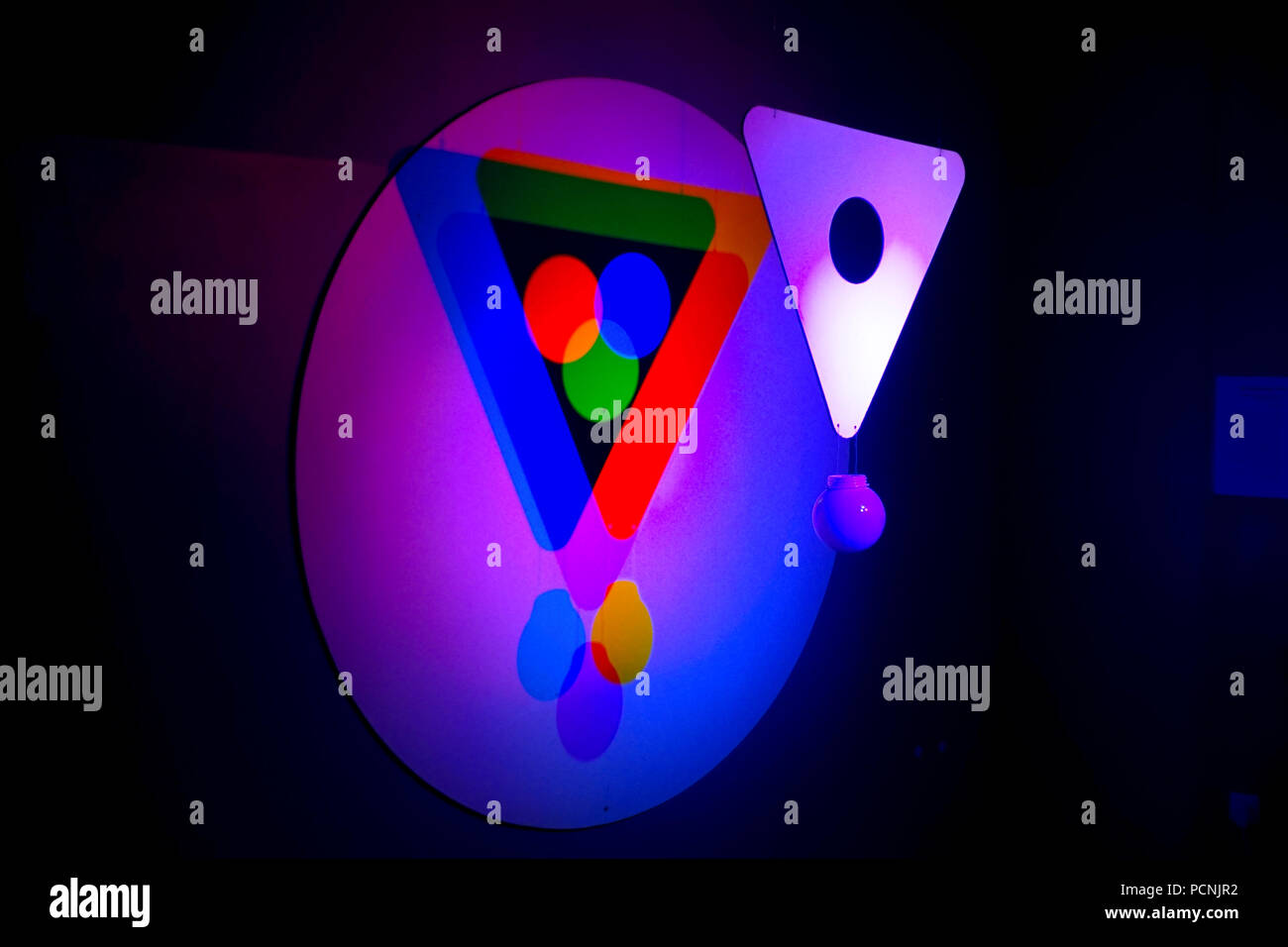 Venn diagram form by projected coloured lights - Stock Image