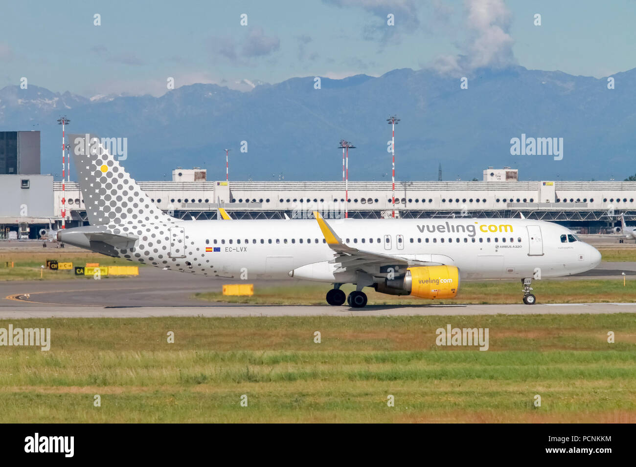 Vueling Airlines Airbus A320-200 (EC-LVX) ready for takeoff at Linate Airport, Milan, Italy - Stock Image