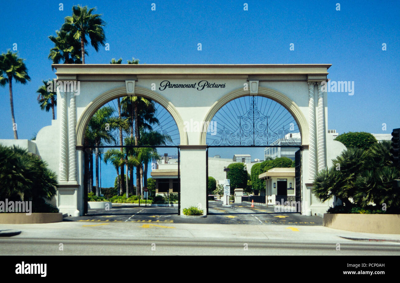 Archive image of Paramount Pictures entrance gate, former RKO studios, 5515 Melrose Avenue, Hollywood, Los Angeles, California, USA, 1992 Stock Photo