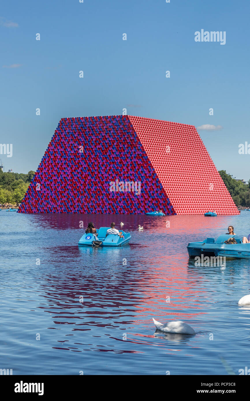 The Serpentine Lake in Hyde Park with London Mastaba created by Christo. London, England, United Kingdom, Europe - Stock Image