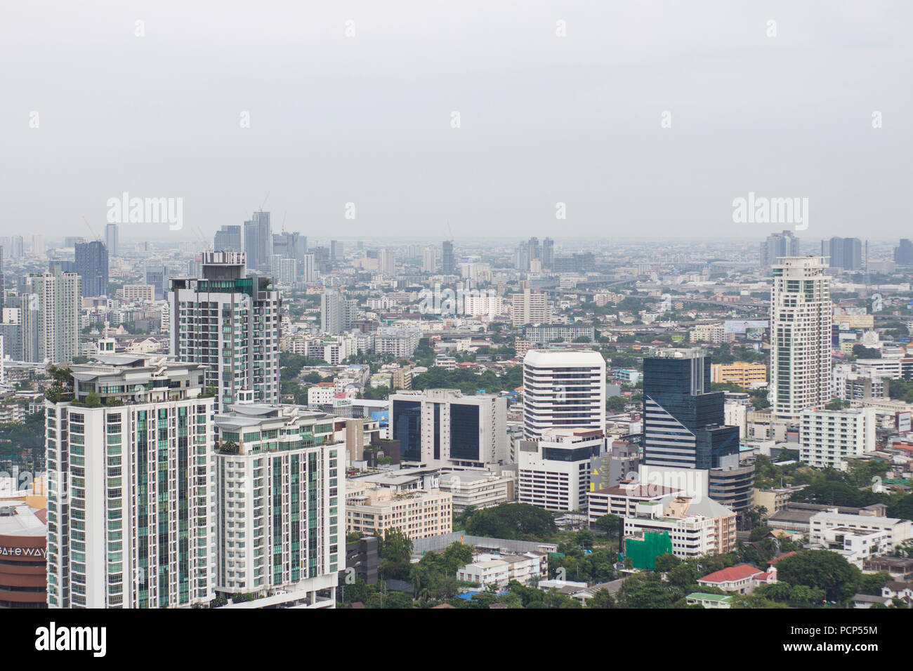 Marriott's Octave skybar and it's view along Sukhumvit Rd, Bangkok. - Stock Image