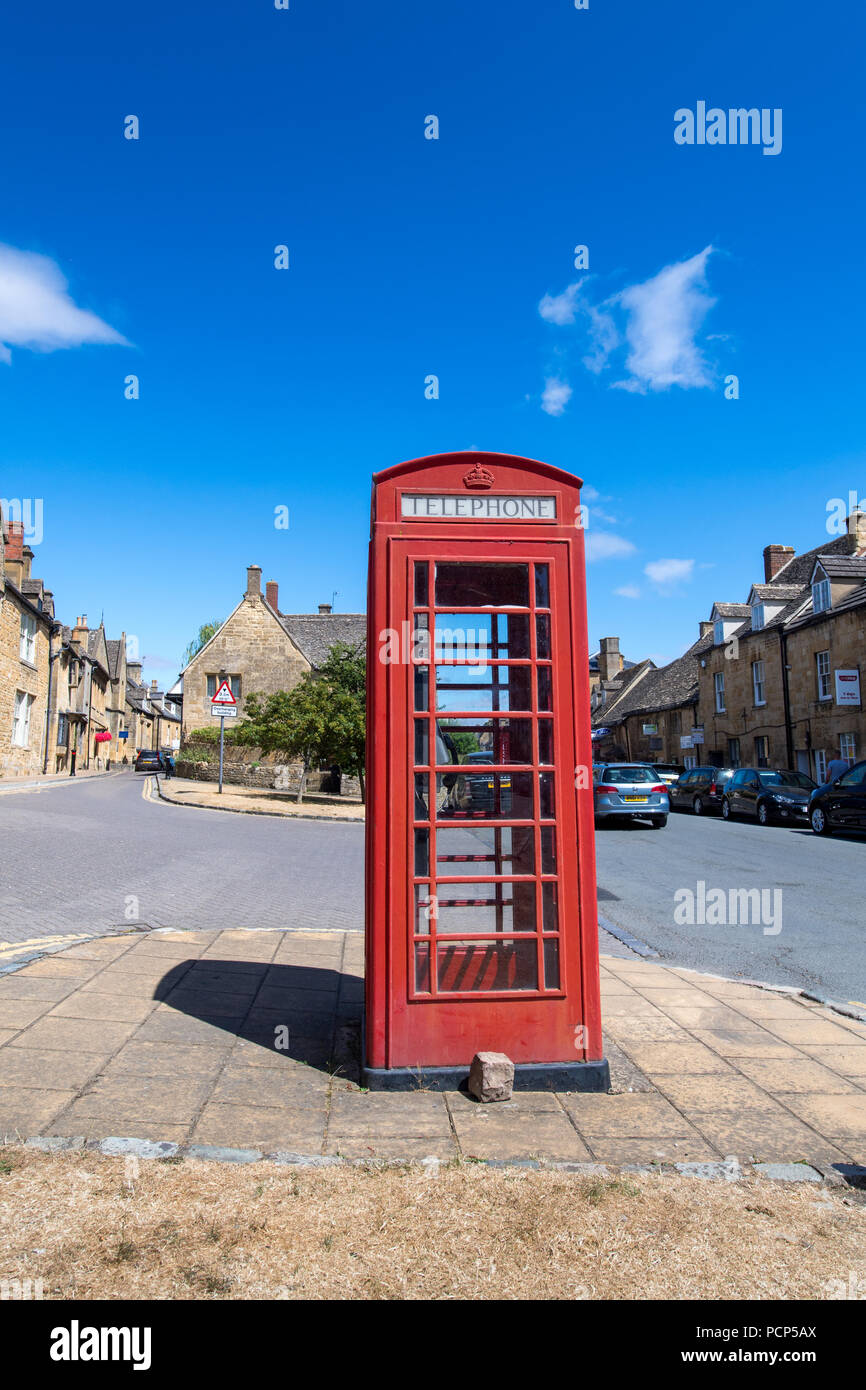 Iconic red phone box in the Cotswold town of Chipping Campden, UK. - Stock Image
