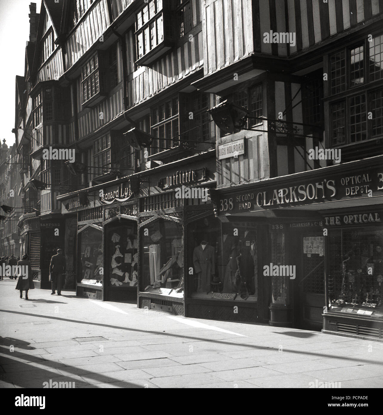 1960s Ancient Overhanging Timber Framed Tudor Building And Store Fronts At Staple Inn