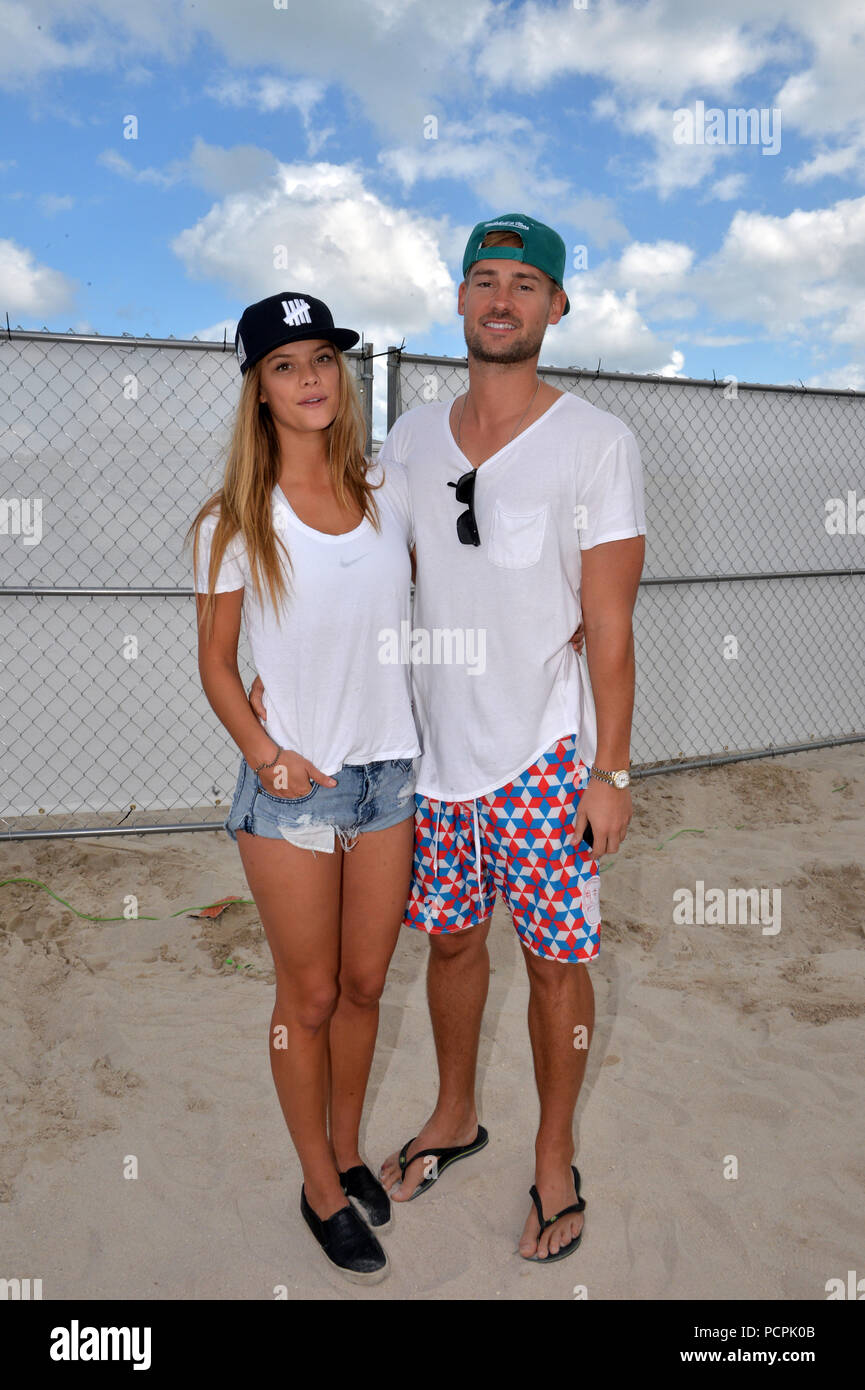 MIAMI BEACH, FL - FEBRUARY 08: (EXCLUSIVE COVERAGE) Sports Illustrated model Nina Agdal spent the day making out with boyfriend Reid Heidenry and watching beach volley ball on February 8, 2015 in Miami Beach, Florida.  People:  Nina Agdal, Reid Heidenry - Stock Image