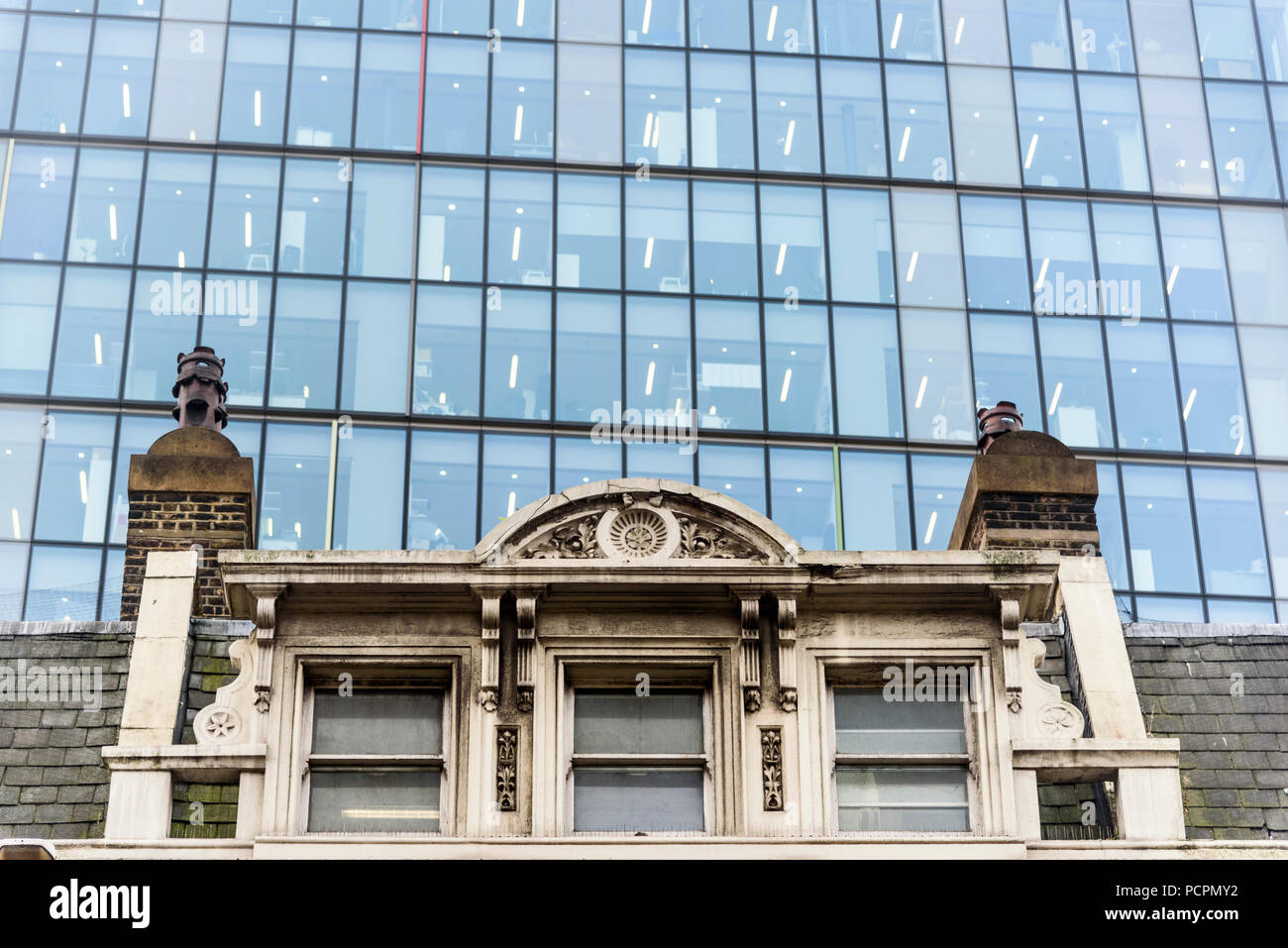 12-10-2017 London, Uk.  Contrast of old and new office buildings. Photo: © Simon Grosset - Stock Image