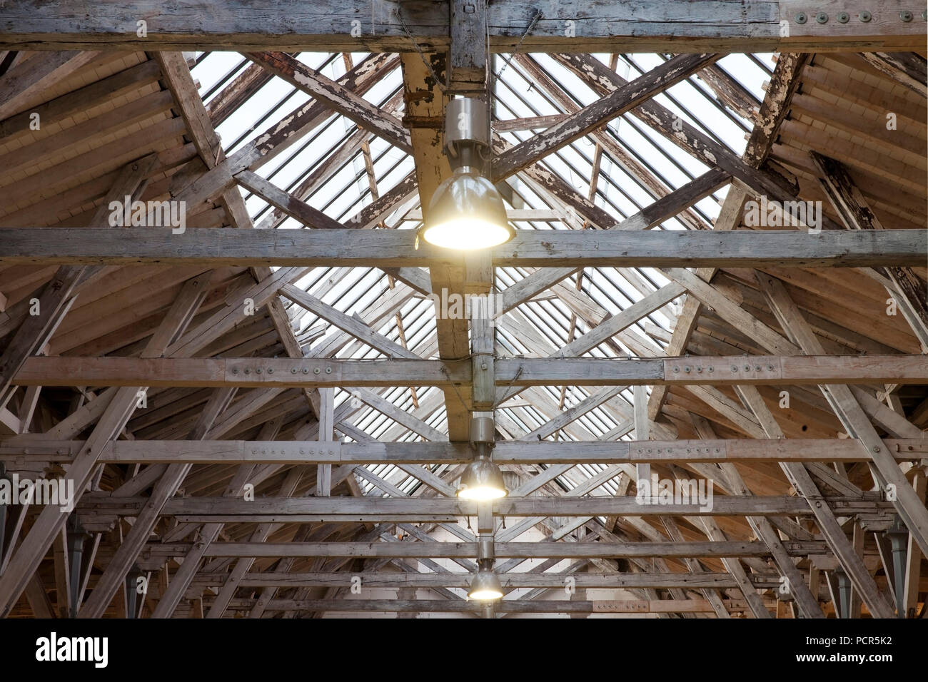 Old turning shop, interior view of the unique in Germany roof construction with wooden support on cast-iron columns - Stock Image