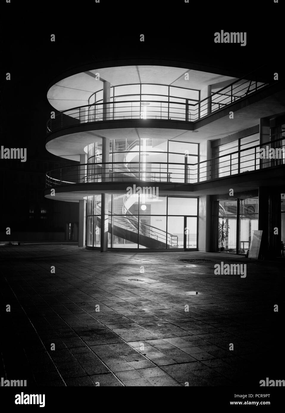 De La Warr Pavilion, Bexhill on Sea, East Sussex, 1935. The Art Deco Pavilion at night with interior lighting, photographed shortly after the building's completion. The building was designed by Erich Mendelsohn and Serge Chermayeff as the result of an architectural competition organised by Herbrand Sackville, 9th Earl De La Warr. - Stock Image