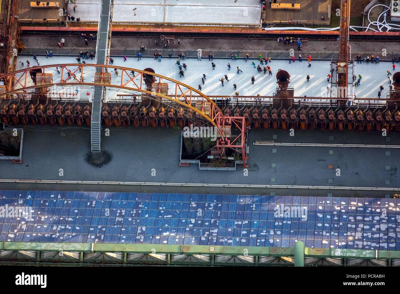 Ice rink coking plant Zeche Zollverein with sun wheel on Zollverein, skaters, industrial scenery, industrial romance, world cultural heritage Zeche Zollverein Essen, Ruhr area, North Rhine-Westphalia, Germany - Stock Image
