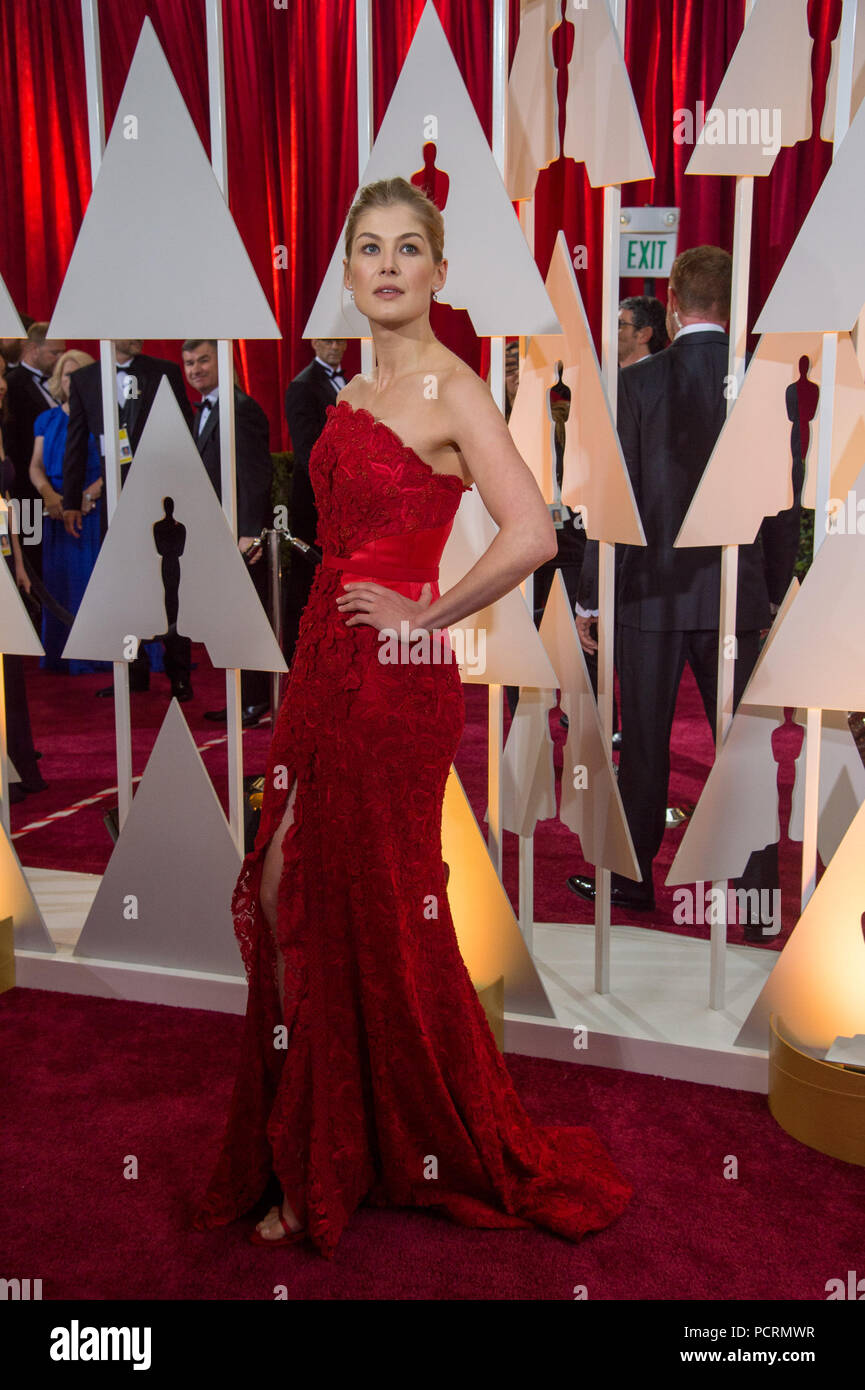 HOLLYWOOD, CA - FEBRUARY 22:  Rosamund Pike attendst the 87th Annual Academy Awards at Hollywood & Highland Center on February 22, 2015 in Hollywood, California.   People:  Rosamund Pike - Stock Image