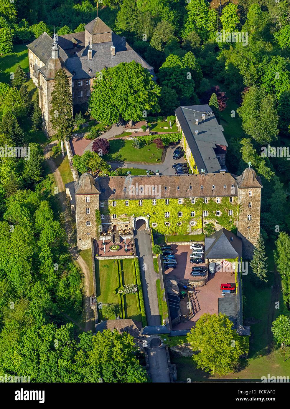 Burghotel Schnellenberg (hotel), Schnellenberg castle, aerial view of Attendorn Stock Photo