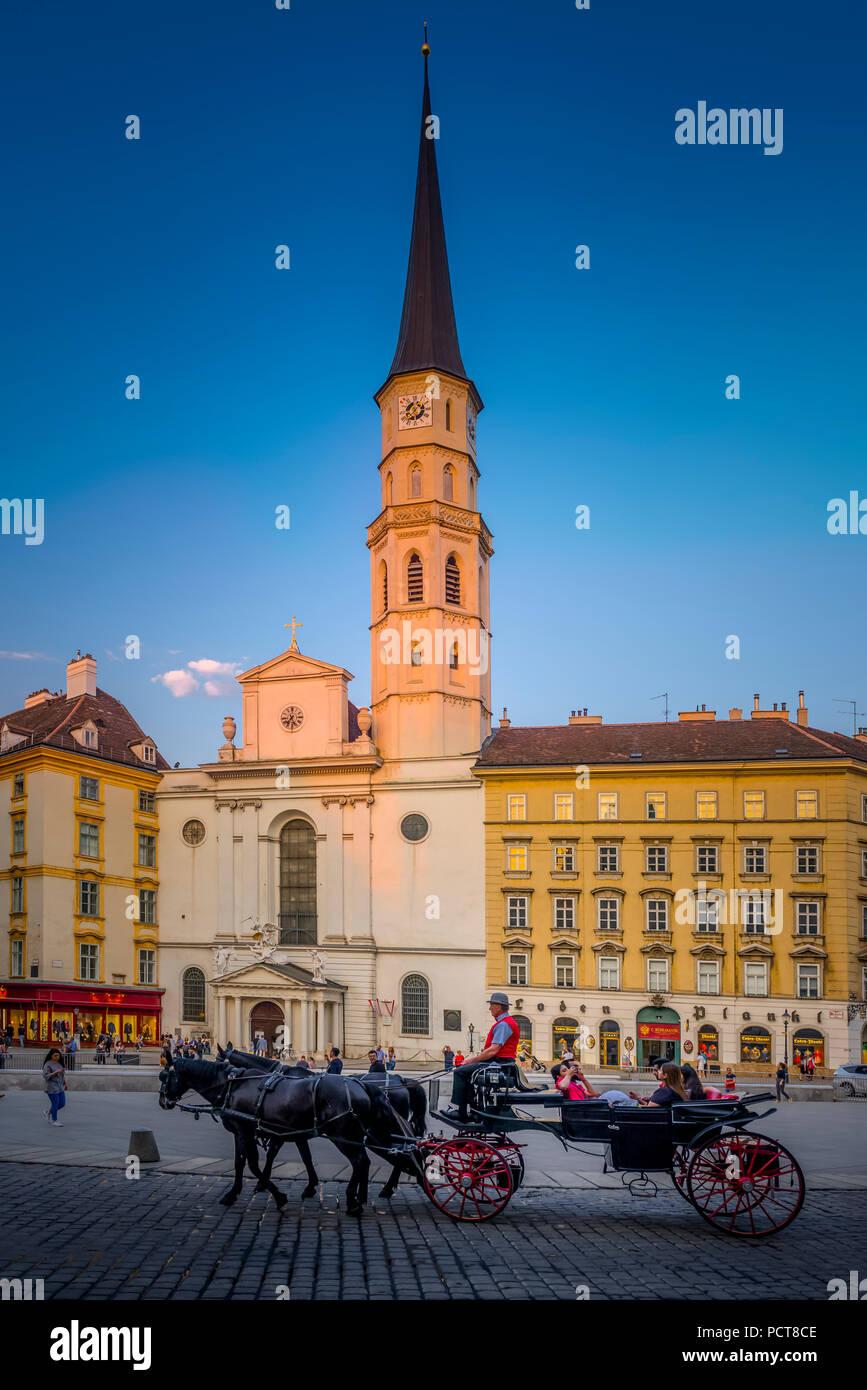 Europa, Österreich, Wien, Innere Stadt, Innenstadt, Platz, Michaeler, Michaeler Platz, Kirche, St. Michael, Hofburg, Vienna, Austria, architecture - Stock Image