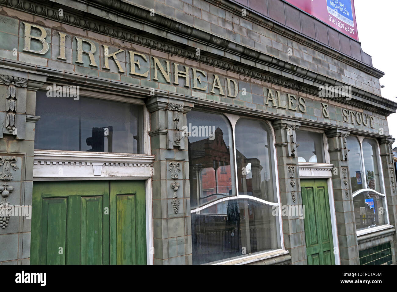 Tiled Pier Hotel Exterior, Birkenhead Ales & Stout, Birkenhead Brewery, Wirral, Merseyside, North West England, UK, - Stock Image