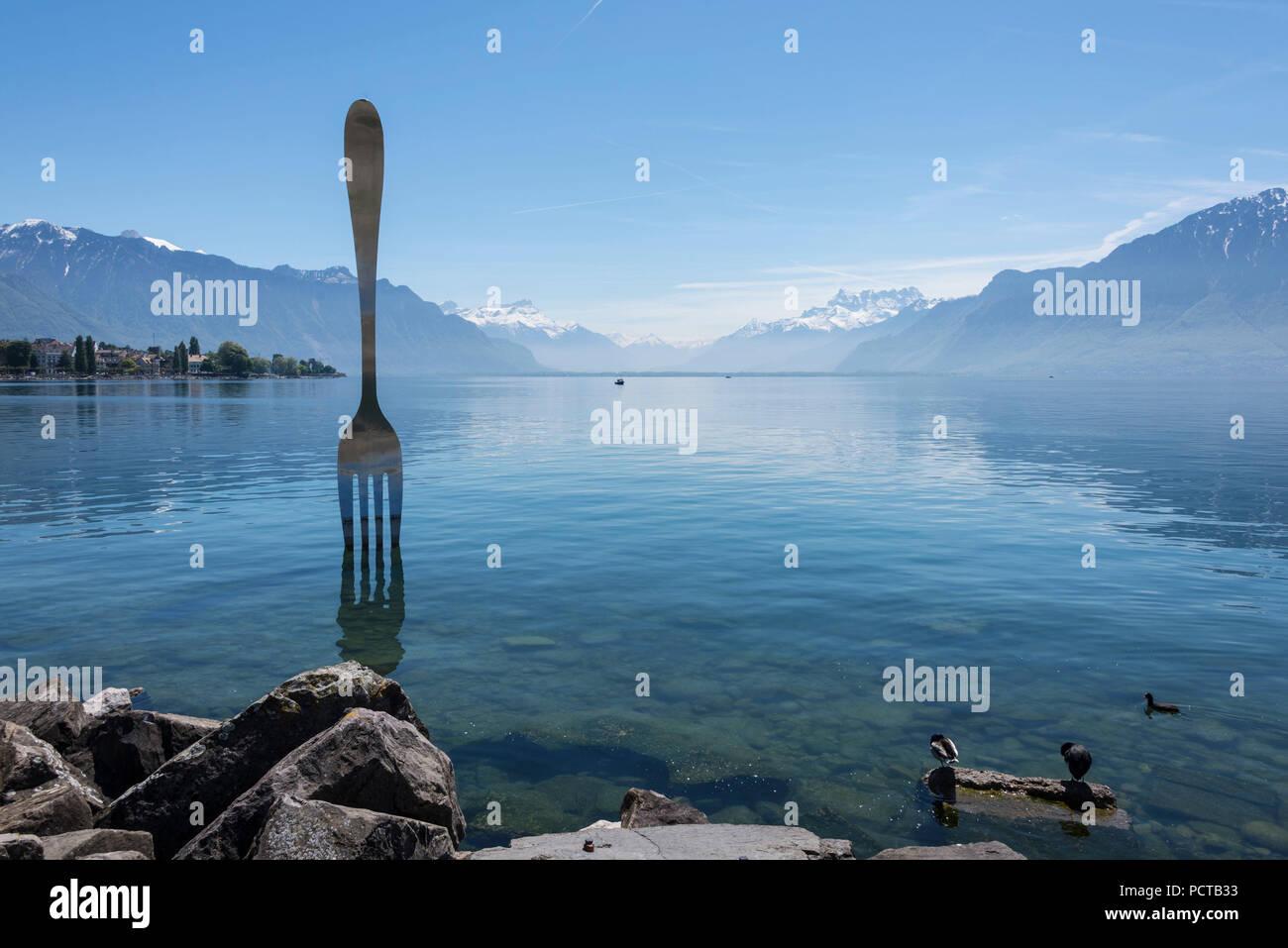 Giant fork 'la fourchette, Heroine du Leman' in Lake Geneva, Vevey, Riviera-Pays-d'Enhaut, near Lausanne, canton of Vaud, Western Switzerland, Switzerland - Stock Image