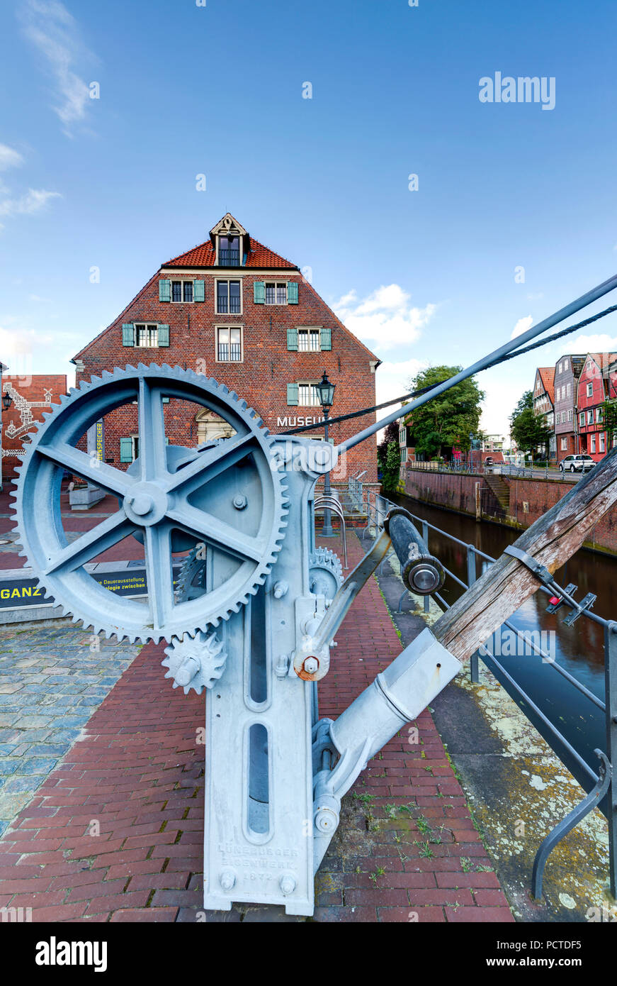 Museum Schwedenspeicher, old crane, Hanse harbour, Stade, Altes Land, Niederelbe, Lower Saxony, Northern Germany, Germany, Europe - Stock Image