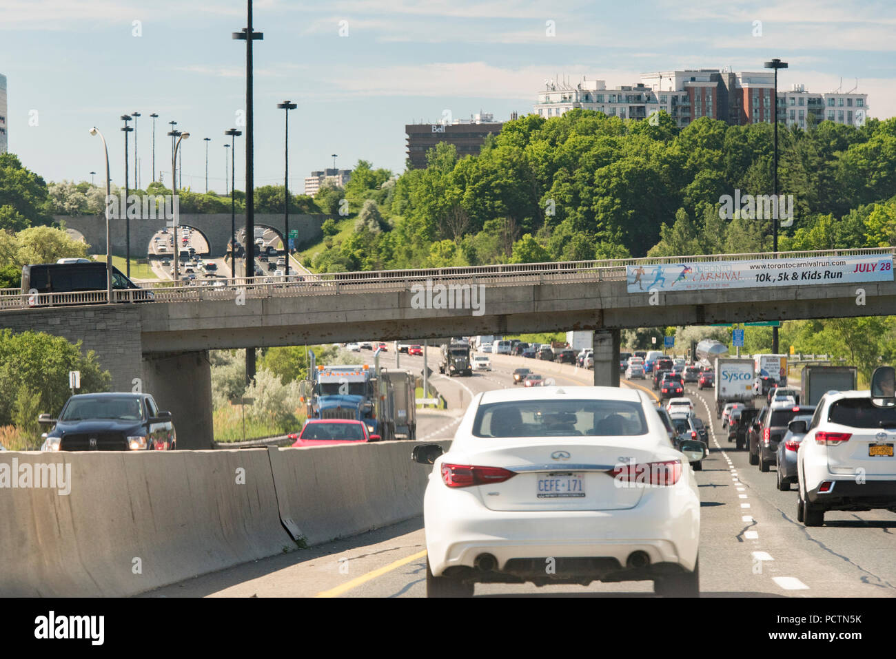 Toronto, Ontario, Canada.  Mid-morning traffic on the Don Valley Parkway southbound in summer. - Stock Image