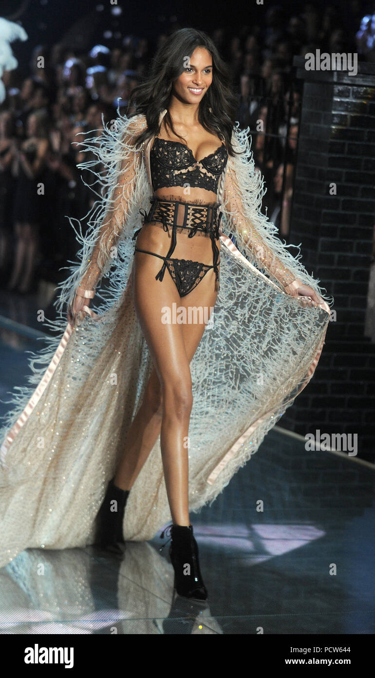 Bruna Laila new york, ny - november 10: model cindy bruna at the 2015