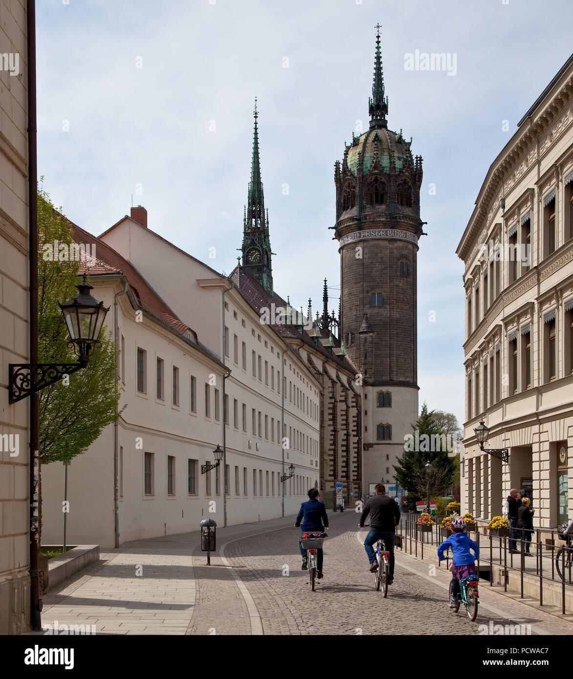 Schloßkirche um 1500 erbaut, später mehrfach verändert, Turm 1883-92 von Friedrich Adler, vorn links Amtshaus - Stock Image