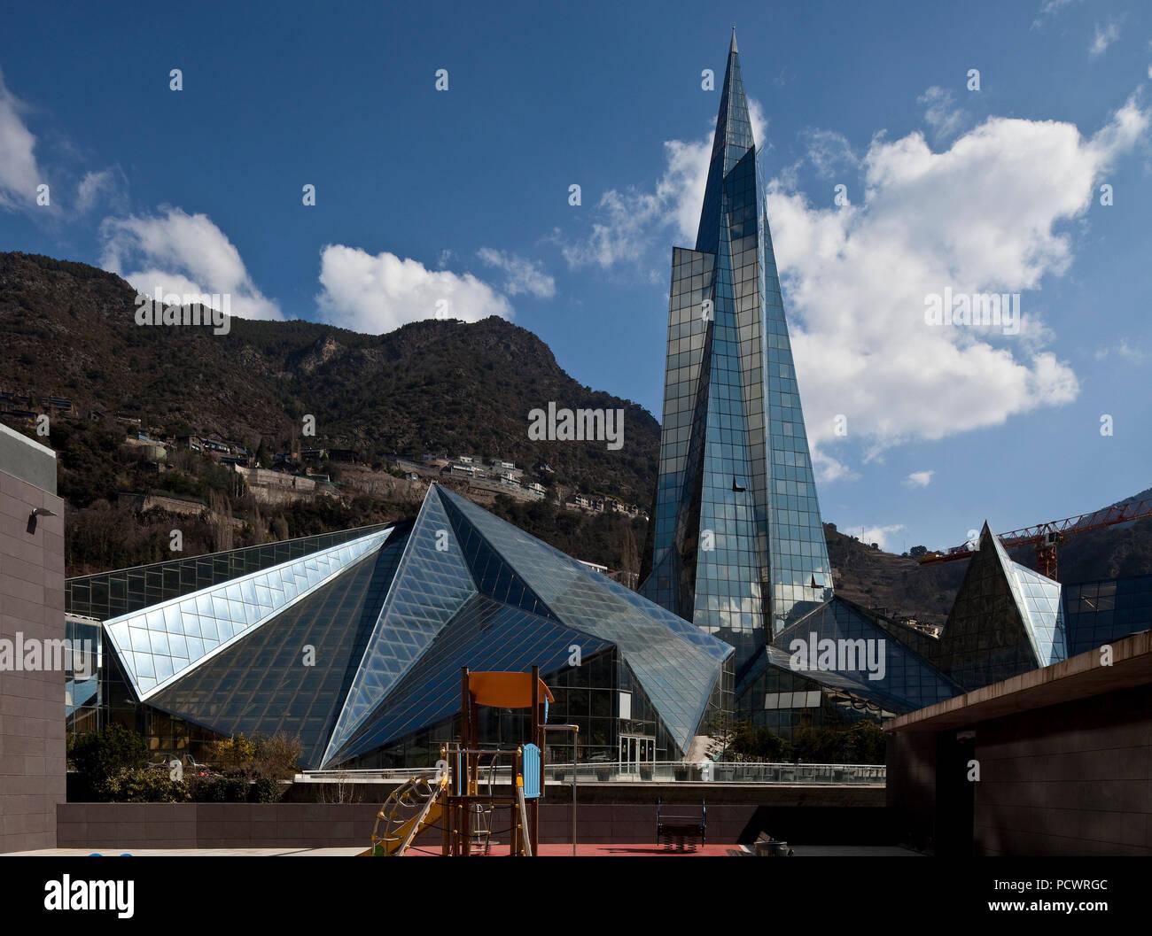 1994 eröffnet Thermalbad und Wellness Center Außenansicht Turm 80m hoch - Stock Image