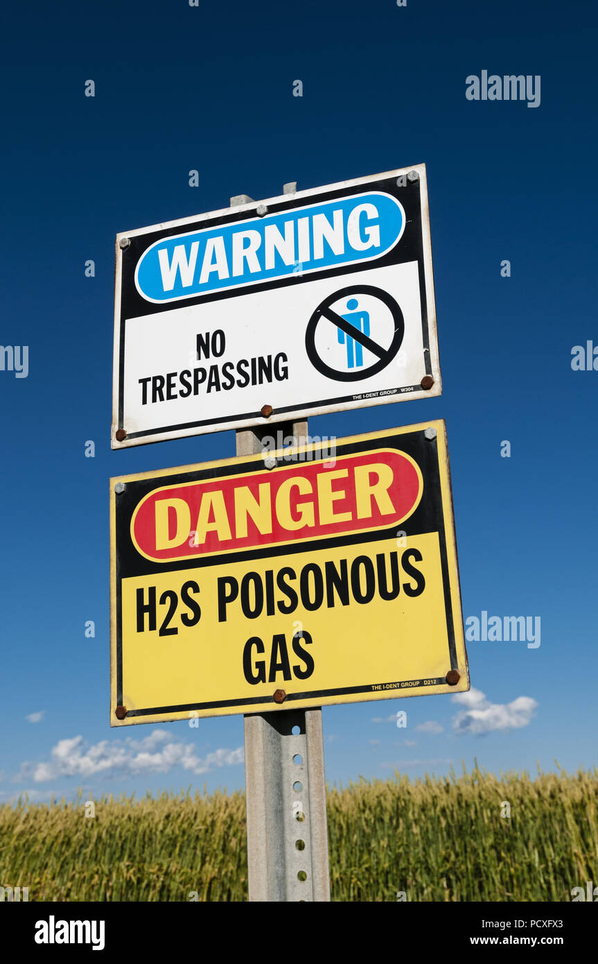 Olds, Alberta, Canada. 19th Aug, 2013. A ''danger poisonous gas'' warning sign for H2S Credit: Bayne Stanley/ZUMA Wire/Alamy Live News - Stock Image