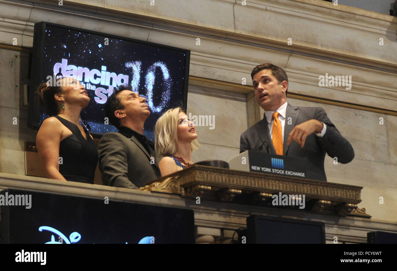 New York Ny March 13 Julianne Hough Bruno Tonioli And Carrie