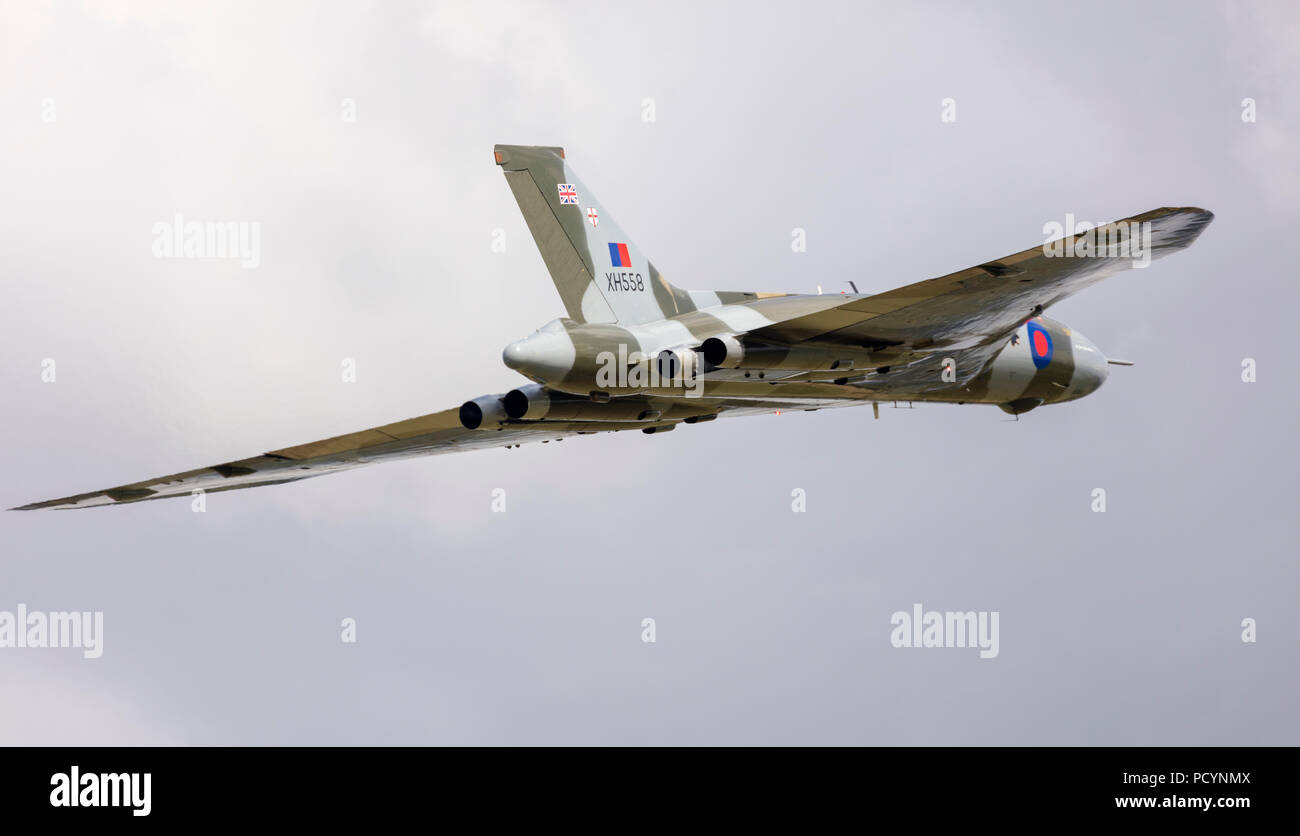 The Vulcan Bomber XH558 Cold War delta wing jet in mid-flight during its last year of flight at Headcorn Aerodrome - Stock Image