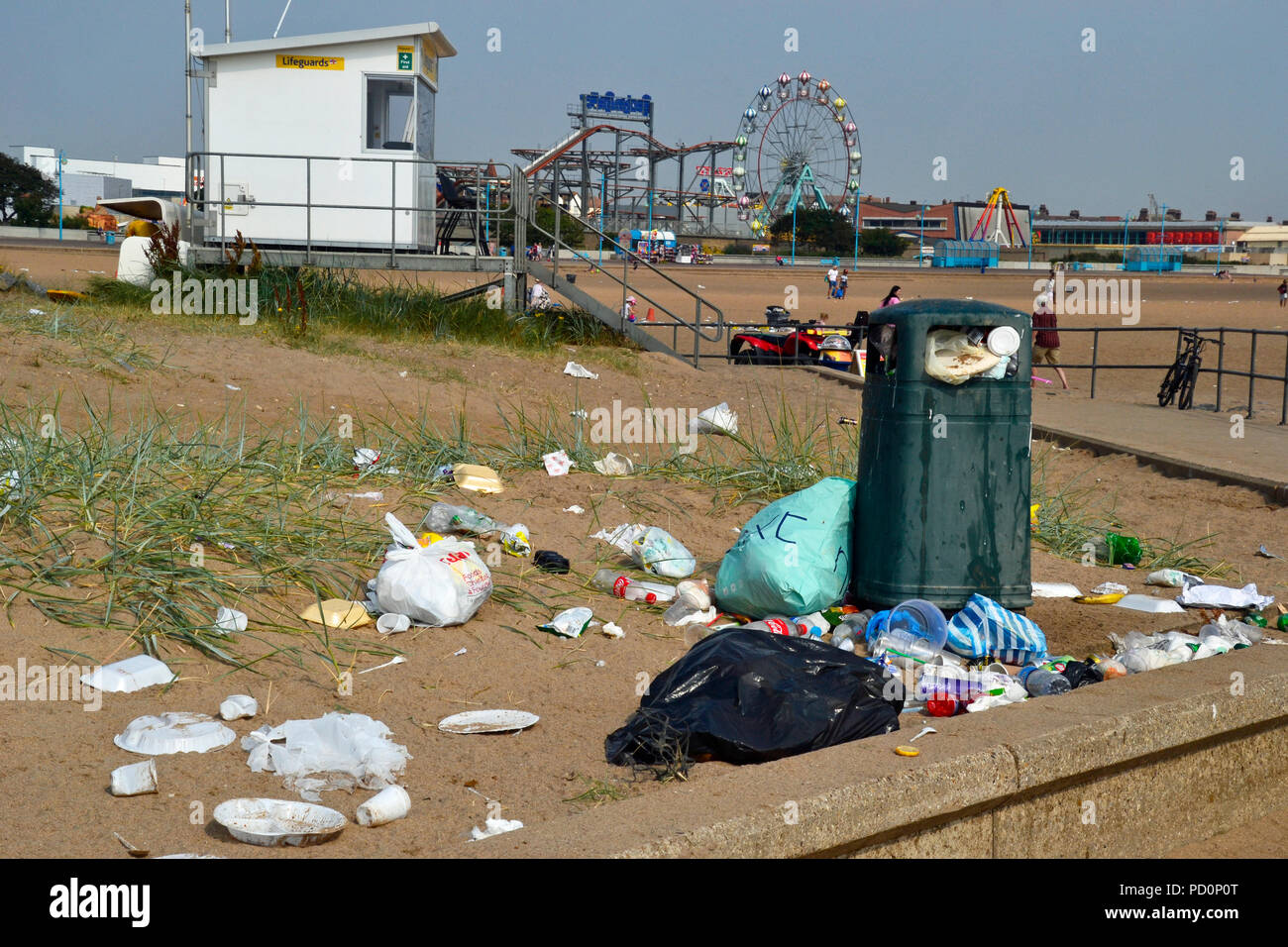 Overflowing rubbish bins and litter on Skegness Beach in Summer 2018. Ocean plastic. England, UK. - Stock Image