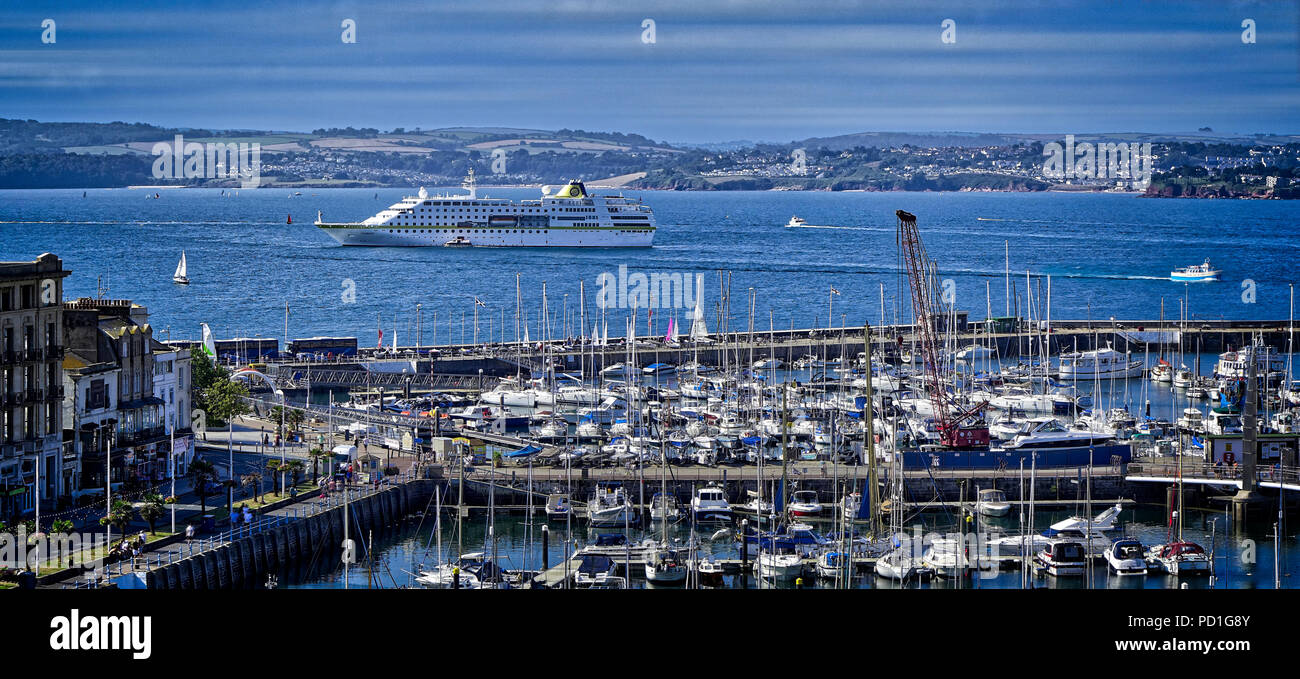 Devon, UK. 5 August 2018. Cruise Liner MS Hamburg on route to the anchoring in Tor Bay off Torquay Harbour. Credit: nagelestock.com/Alamy Live News - Stock Image