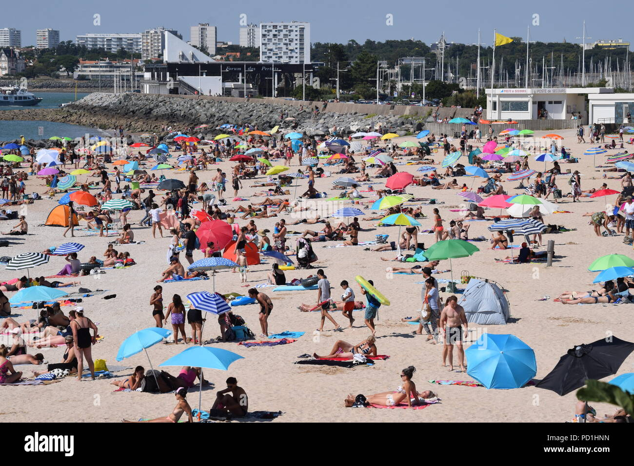 La Rochelle, the Charente-Maritime is concerned since Friday August 2 by the heat wave 67 other departments in France. The highest temperatures are expected for Monday or Tuesday depending on the region, according to Météo-France. Credit: Fabrice Restier/Alamy Live News - Stock Image