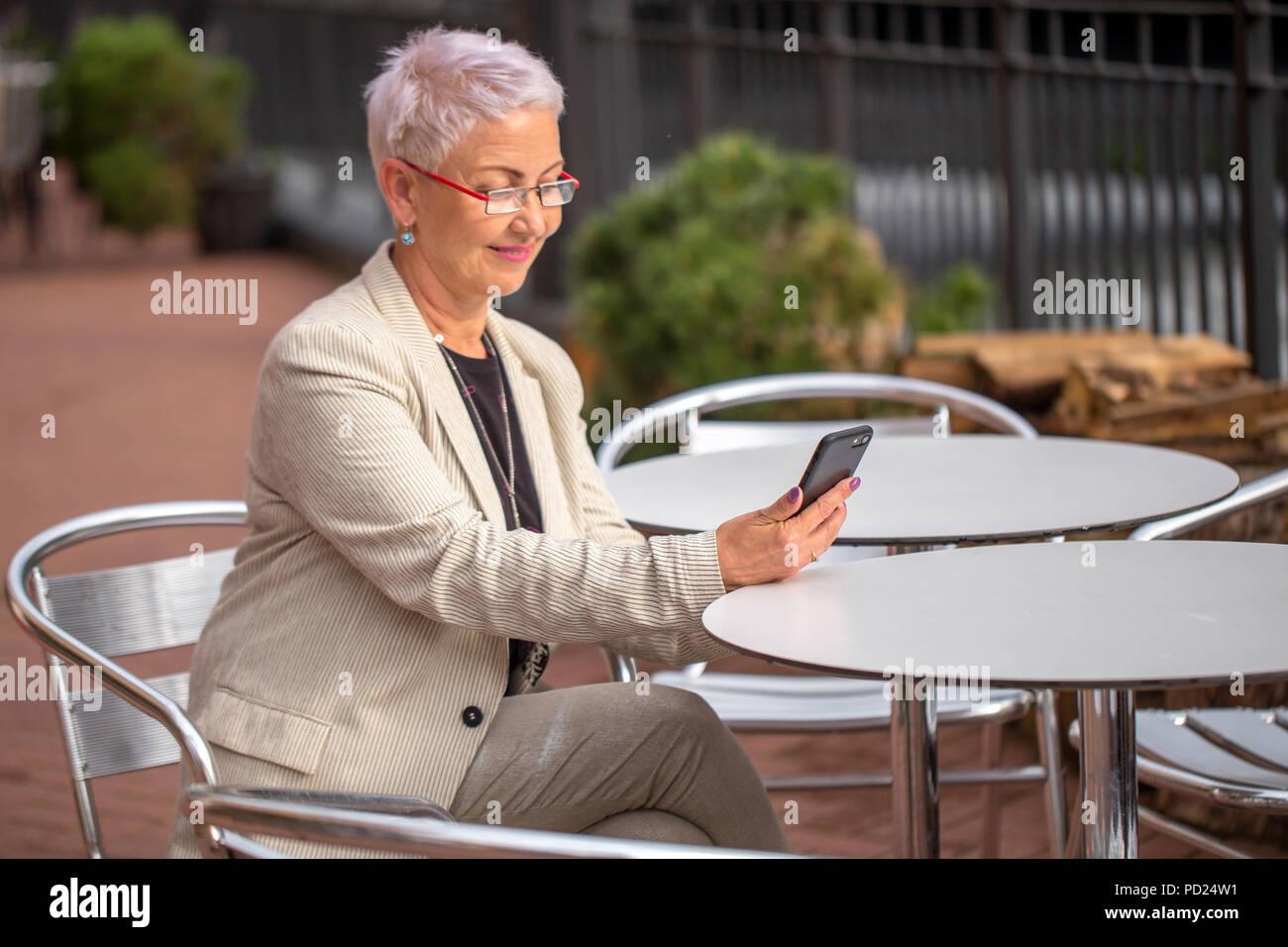 iphone app dating simulation