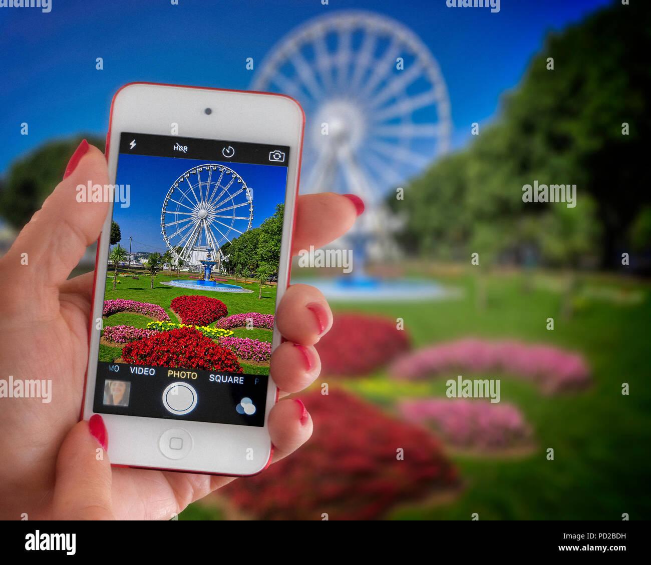 GB - DEVON: Princess Gardens and English Riviera Wheel displayed on an iPhone screen - Stock Image